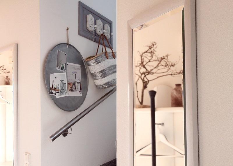 Treppenbereich hell mit Spiegel
