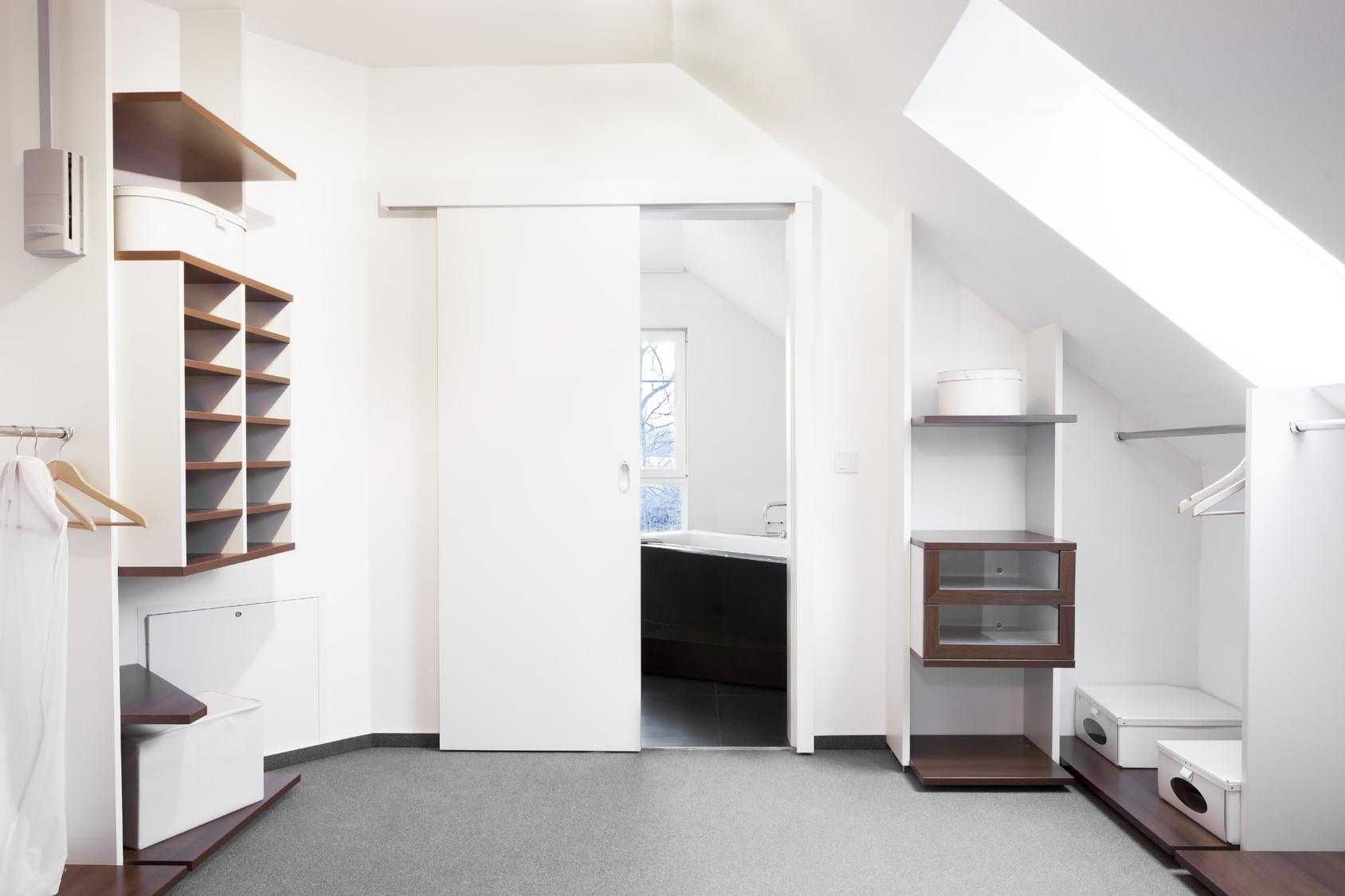 begehbarer kleiderschrank dachschr ge beleuchtung. Black Bedroom Furniture Sets. Home Design Ideas
